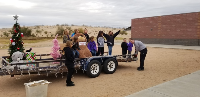CMES Student Council  Getting the Float Ready